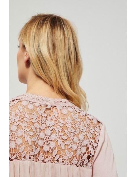 Różowa wiskozowa koszula damska z koronką i wiązaniem przy dekolcie