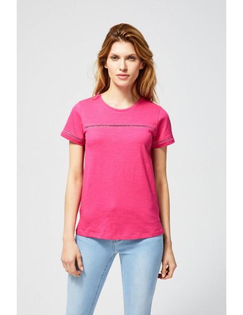 T-shirt damski bawełniany z ażurowymi zdobieniami- różowy