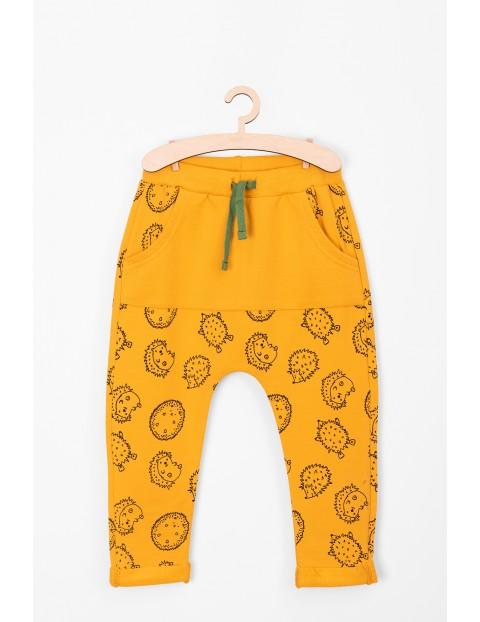 Spodnie dresowe niemowlęce- żółte w jeżyki