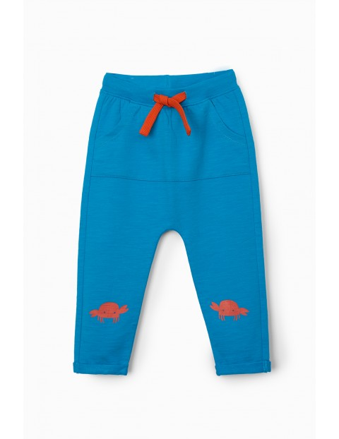 Niebieskie spodnie dresowe niemowlęce z krabem
