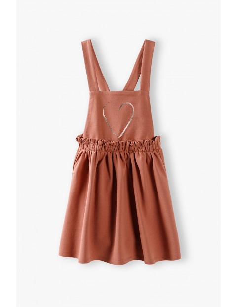 Sukienka na szelkach z połyskującym serduszkiem