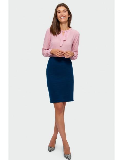 Elegancka bluzka z ozdobnym wiązaniem - różowa
