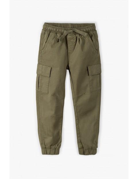 Spodnie chłopięce w kolorze khaki