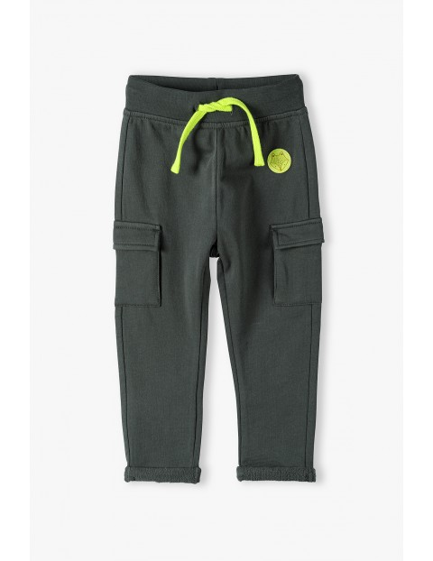 Spodnie niemowlęce z kieszeniami - ciemnozielone