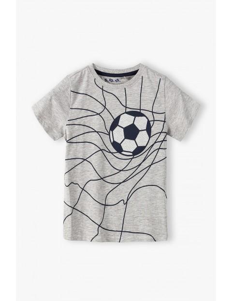 T-shirt chłopięcy w kolorze szarym z piłką nożną