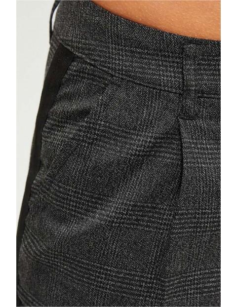 Spodnie damskie w kratkę - 7/8 nogawka - czarne