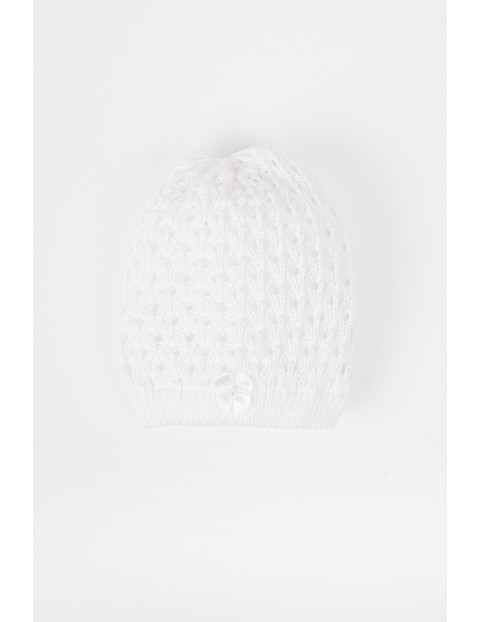 Biała czapka dla niemowlaka