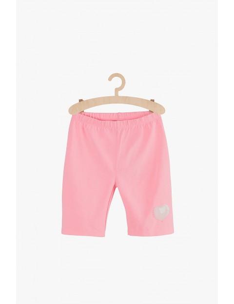 Szorty dziewczęce różowe z serduszkiem na nogawce