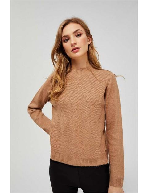 Sweter damski beżowy z ozdobnym wzorem przeplatany metaliczną nitką
