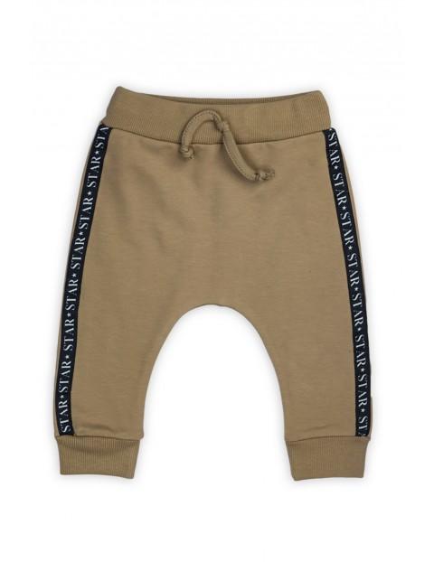Bawełniane spodnie chłopięce Space - brązowe
