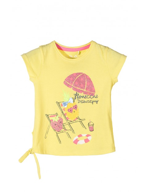 T-shirt dla dziewczynki-żółty z kolorowymi nadrukami