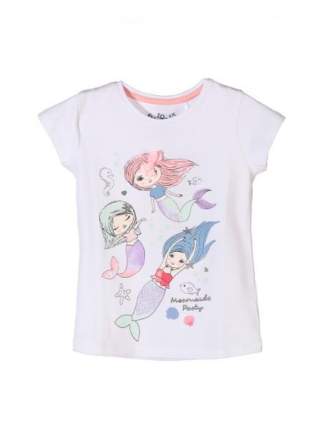 Biały t-shirt dla dziewczynki z kolorowymi nadrukami- syrenki