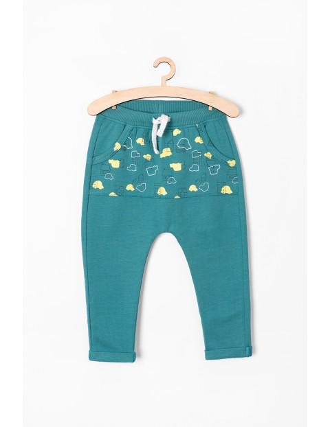 Spodnie dresowe we wzorki - zielone z kieszenią