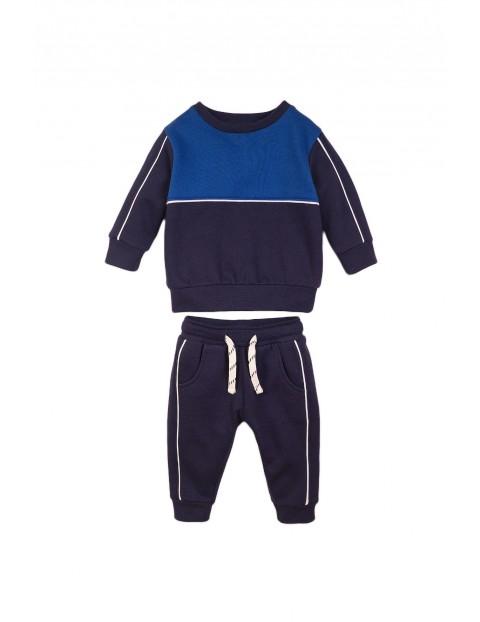 Komplet chłopięcy bluza i spodnie dresowe - granatowy