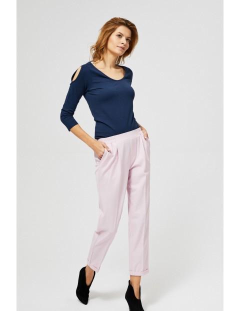 Jasnoróżowe eleganckie spodnie o luźnym kroju
