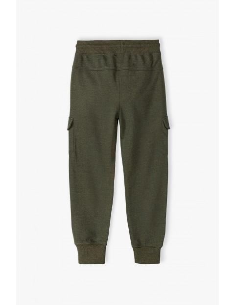 Spodnie dresowe chłopięce w kolorze khaki