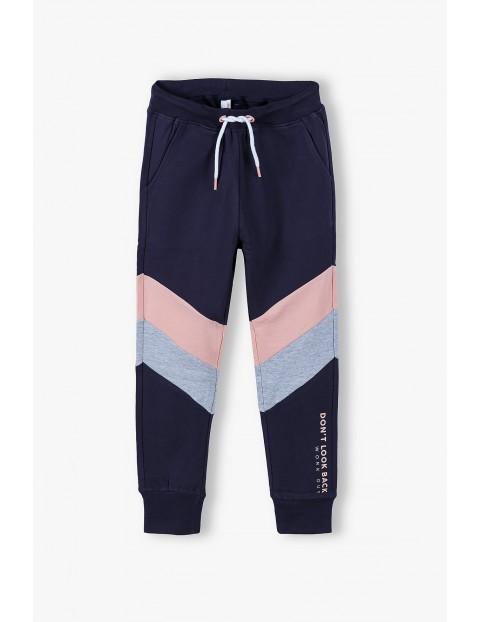 Spodnie dresowe dziewczęce granatowe w paski różowo - szare
