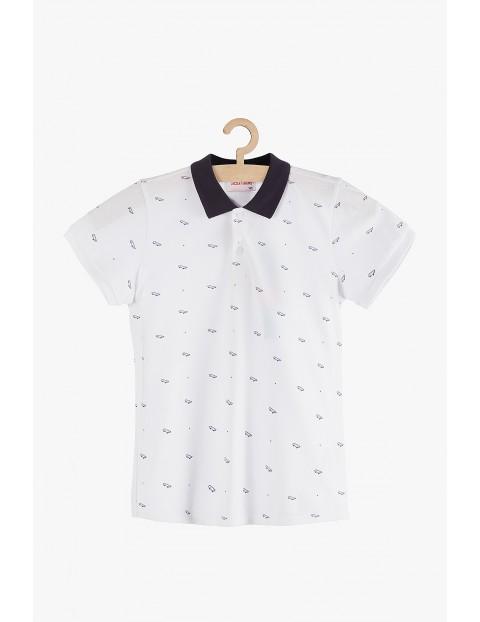 Koszulka chłopięca biała z granatowym kołnierzykiem