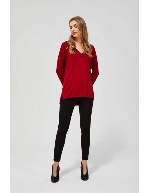 Sweter damski czerwony z dłuższym tyłem
