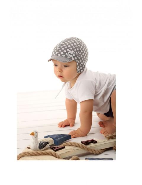 Czapka niemowlęca z daszkiem wiązana pod szyją