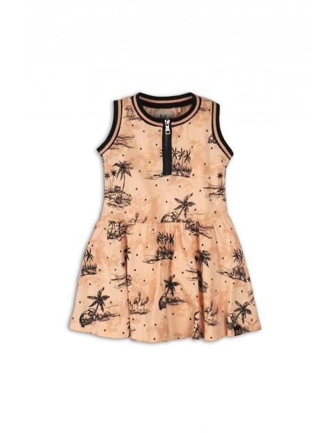 Sukienka brzoskwiniowa we wzory