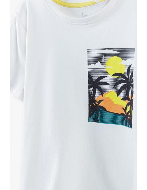 T-shirt chłopięcy biały z kolorowym nadrukiem