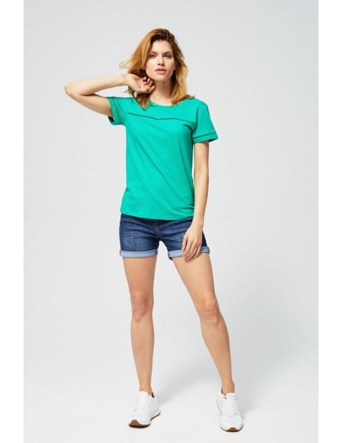 T-shirt damski bawełniany z ażurowymi zdobieniami- zielony