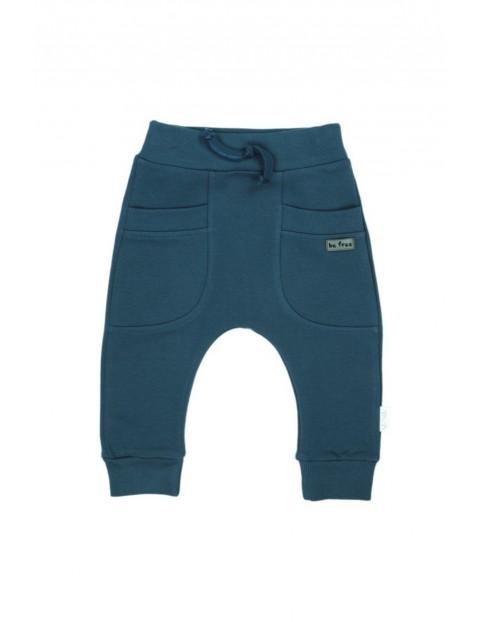 Spodnie chłopięce dresowe w kolorze morskim