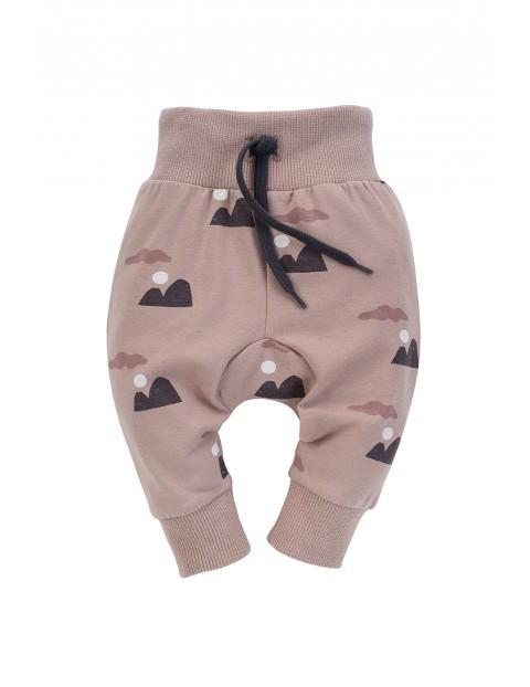 Spodnie dresowe chłopięce Dreamer we wzorki w kolorze beżowym
