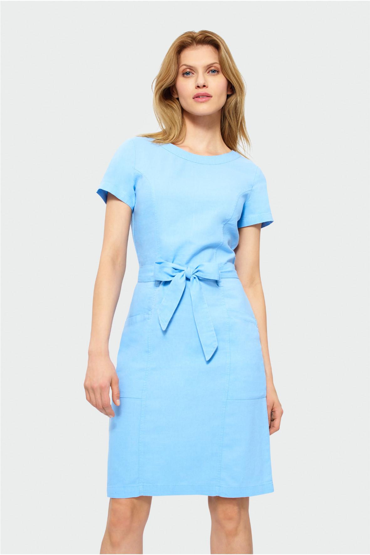 Niebieska sukienka odcięta w tali 8K38BM